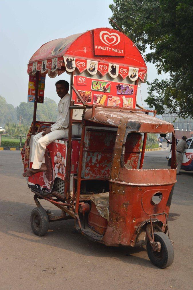 Delhi2017IndiaGateicecreamvendorsmall