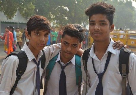 Delhi2017IndiaGateschoolboyssmall