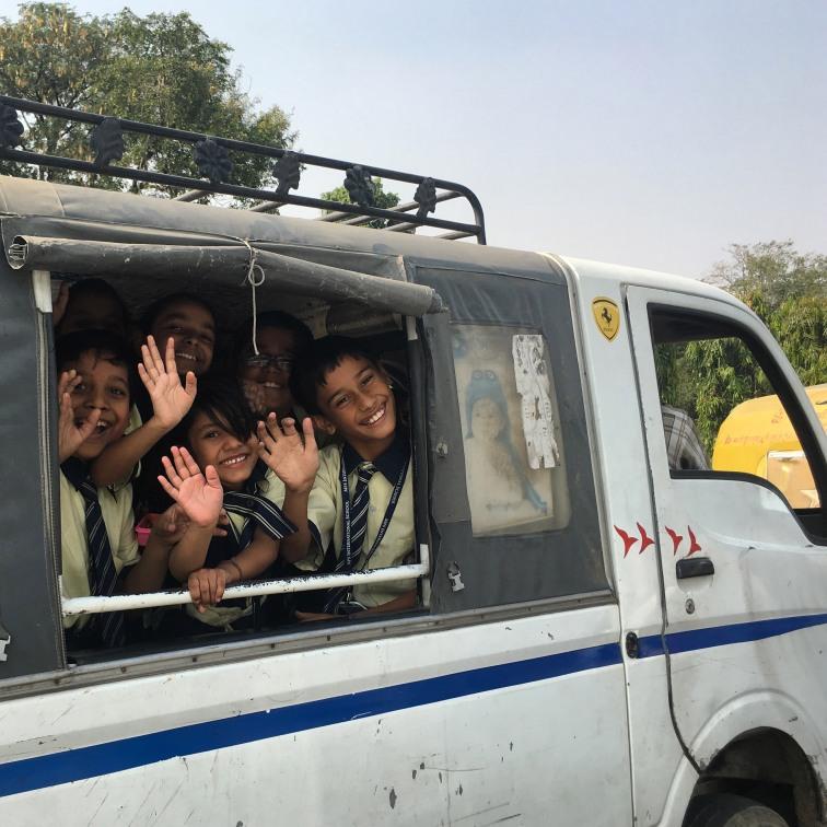 Jaipur2017Indiaschoolkids1small