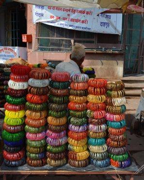 Jodhpur2017IndiastreetsbanglesellerINSTAsmall