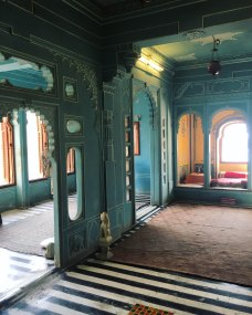 Udaipur2017IndiaCityPalace7small