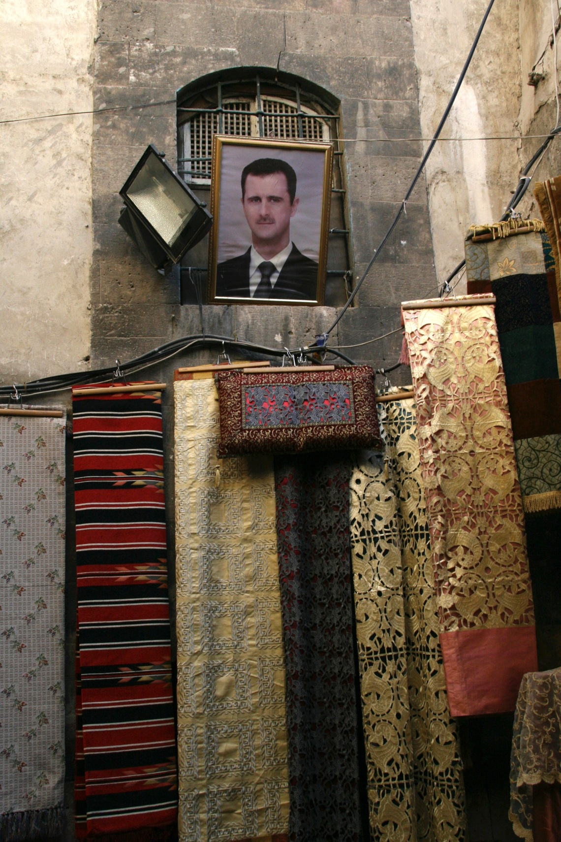 SyriaDamascusAlleywaysPresidentportraitSept2010